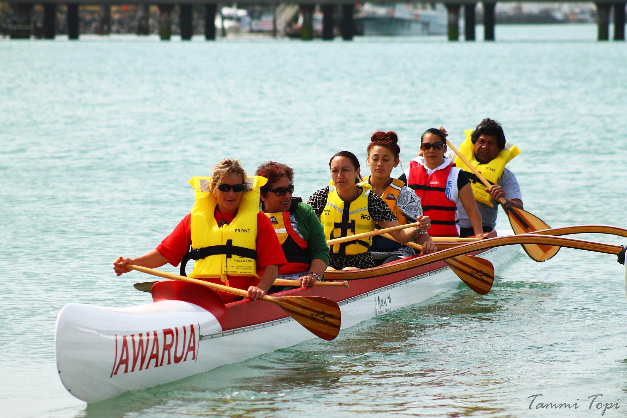 000Whānau on-board the waka ama, Awarua.