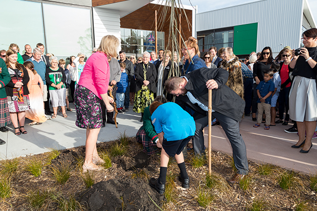 Amy Adams, Liz Brown, Justin Tipa and two students plant a tree at Rolleston College.