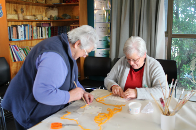 Aunty Marg (Teihoka whānau) and Aunty Daphne (O'Connell whānau), enjoying making craft with the tamariki.