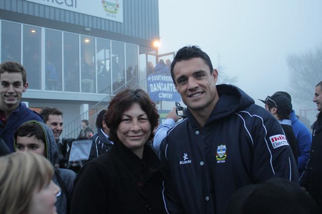 Fiona Sloan (Teihoka whānau) with Daniel Carter.