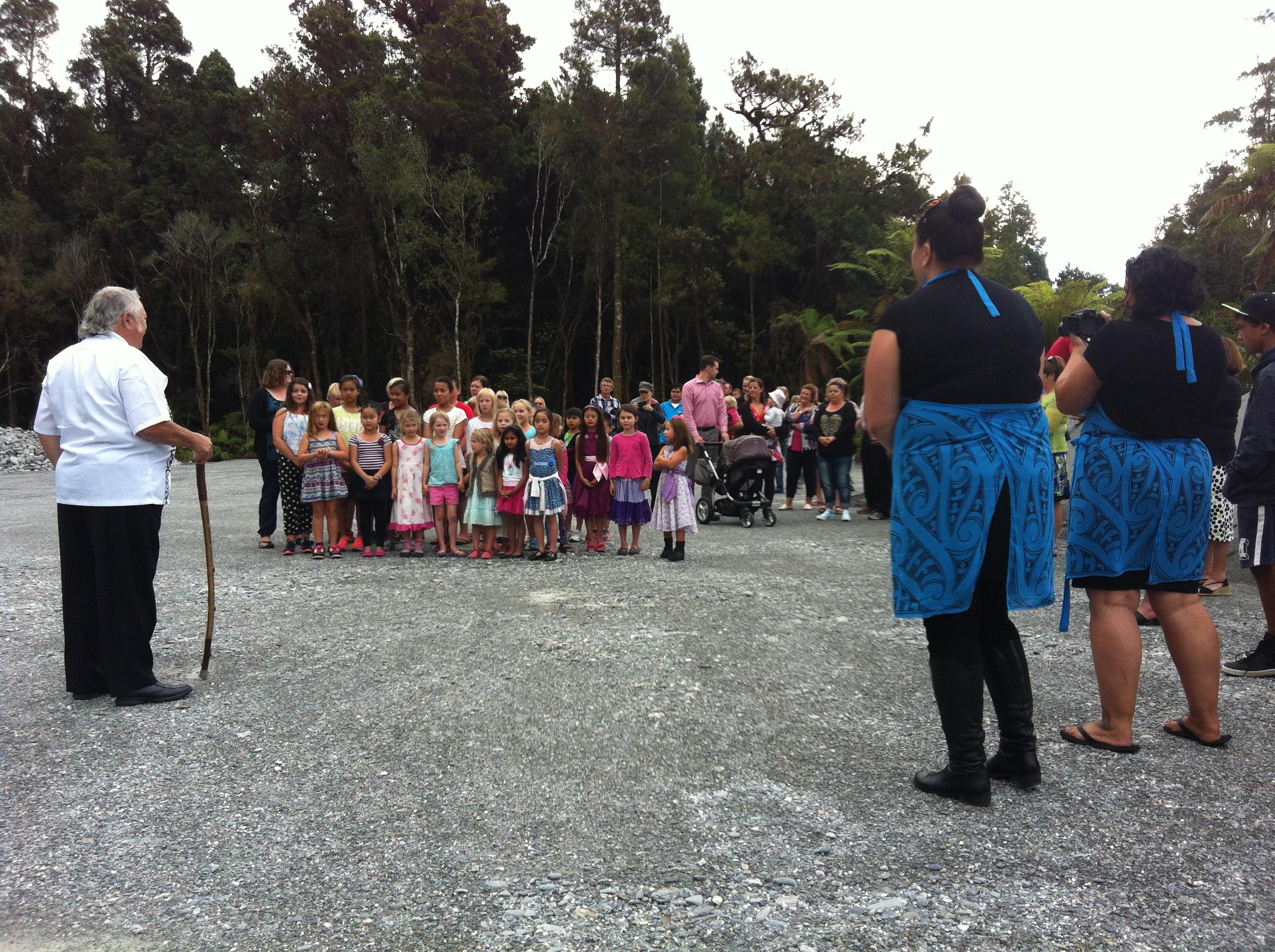Franz Joseph School preparing to sing a waiata to Upoko Rūnanga, Richard Wallace, Tumuaki, Susan Wallace and kaiāwhina, Rachael Forsyth.
