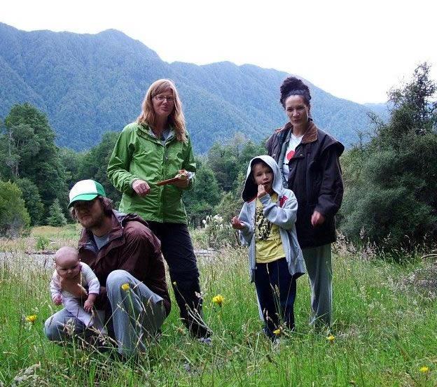Nigel Arts holding Nixie Te Koha, Tatum (Nigel's sister), Manu and  Juanita.