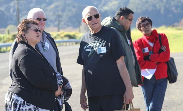 Hiria and Don Shanks, Bones Rissetto from Tāmaki Makaurau taurahere rōpū,Whetu Moataane and Sue Amoamo before the pōwhiri.