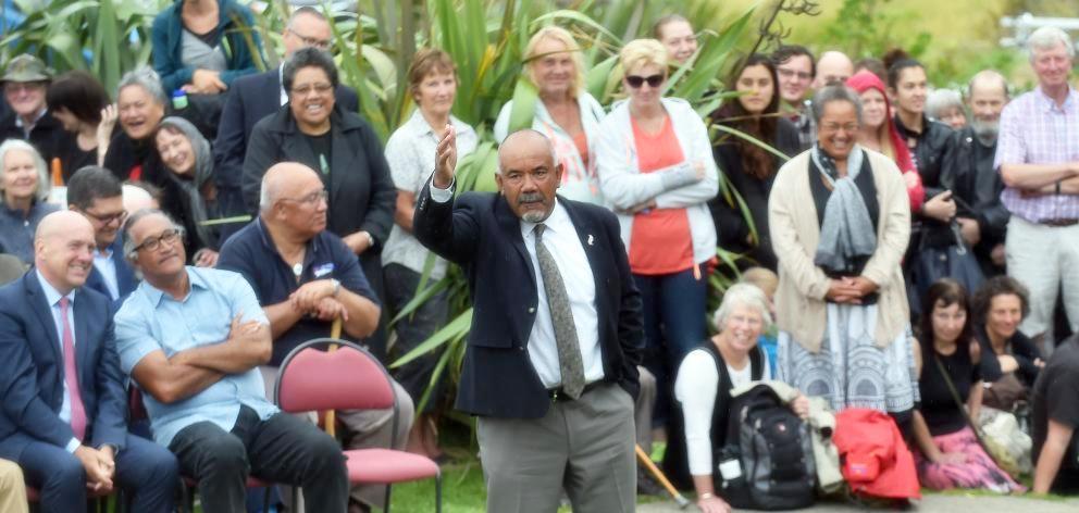 Hon Te Ururoa Flavell on the manuhiri pae