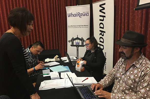 Jaleesa Panirau and Arapata Reuben registering whānau with the Whakapapa Unit at the Murihiku Road Show.