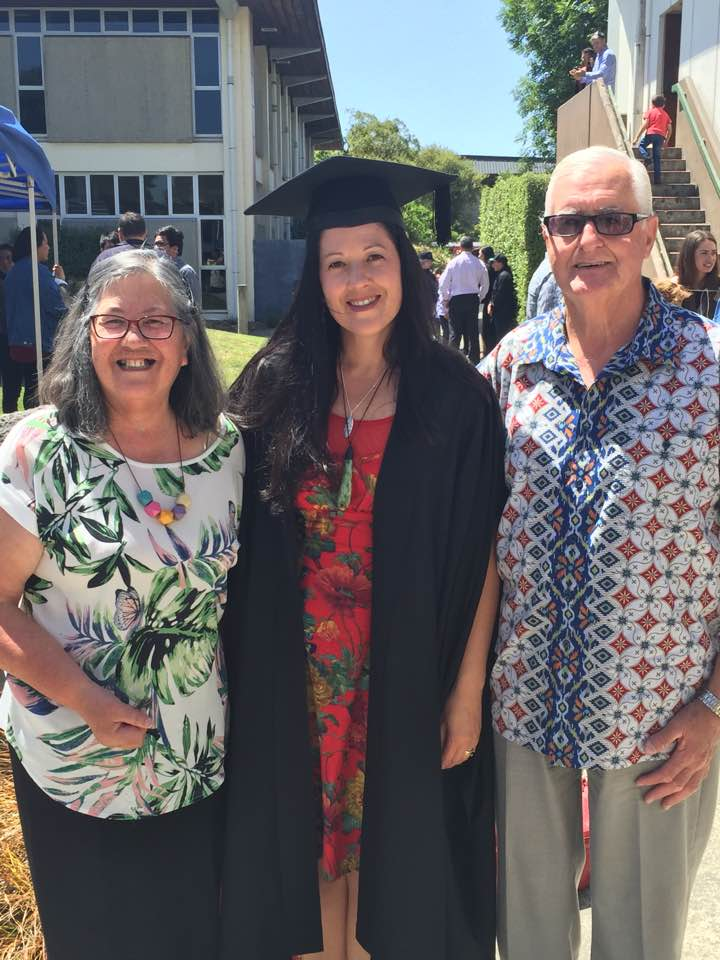 Janina at Māori Graduation 2016 with her parents Ron and Elaine Dell.
