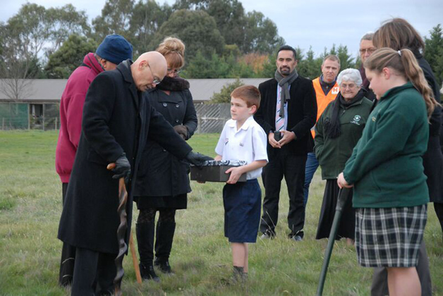 Kaumātua, Henare Edwards conducting the blessing of the site.