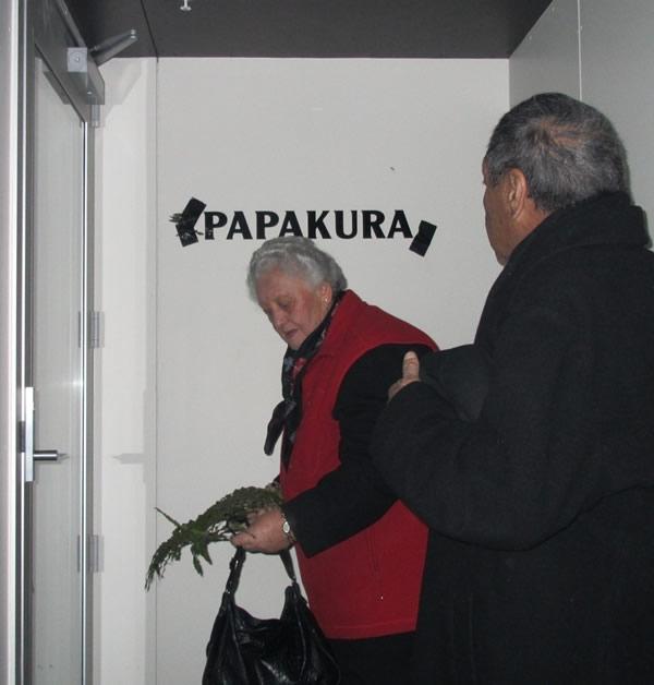 Tāua Violet Bradley revealing the name of the Arahura wharekai with kaumātua Ben Hutana.