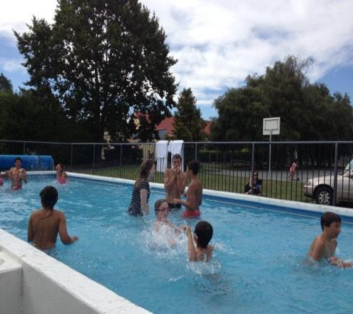 Kura Reo whānau enjoying a cool dip in the pool.