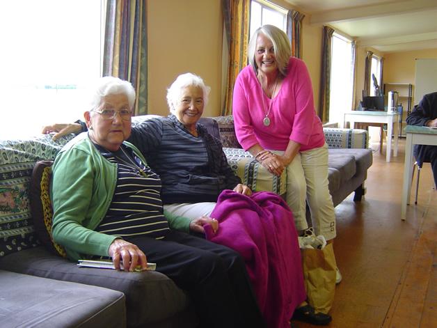 Left to right: Mavis (Aunty Dimp) Smith, Echo Malcolm, Larrianne Casserly.