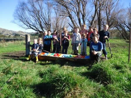 Lynton Downs Primary School pupils at the Planting Day.
