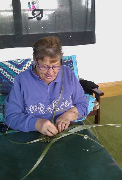 Mary at the 2013 Kāi Tahu ki Ōtaki weaving wānanga.