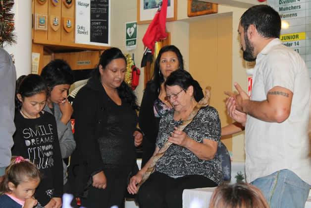 Maureen receiving her tokotoko.