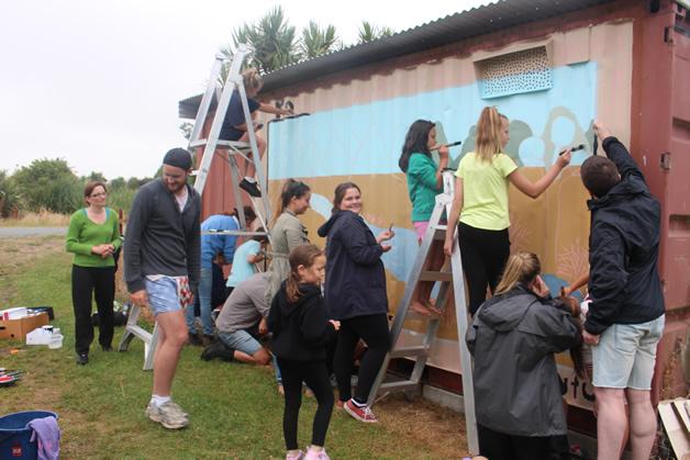 Moki tamariki and University of Canterbury students start on mural.
