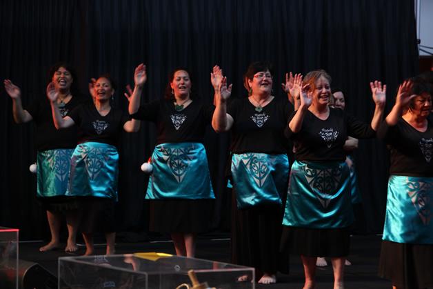 Ngā manu tīoriori o Ngāti Wheke.
