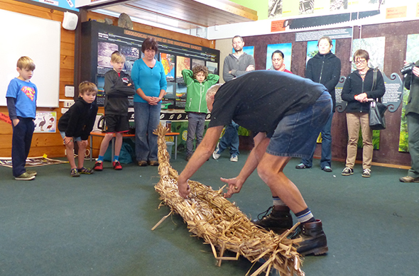 Ngāi Tahu Whānui and others learning to make mōkihi.