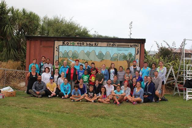 Ngā whānau with the finished mural.