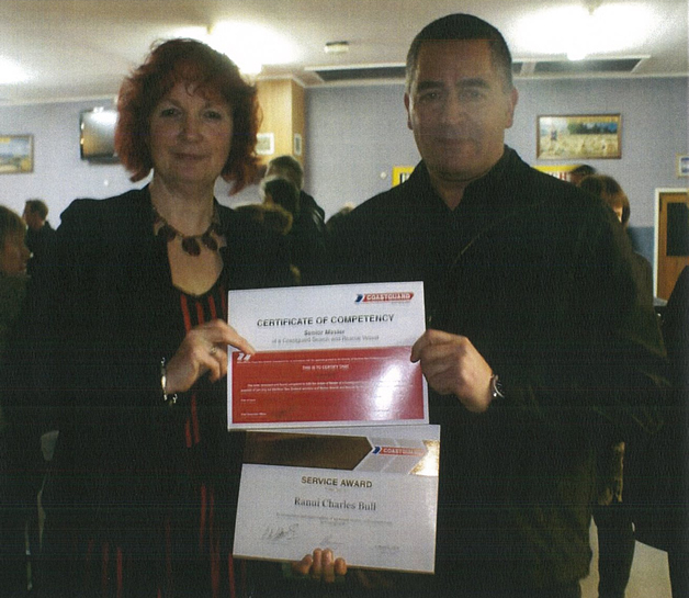 Nic Hockley presenting Rā with his certificate.