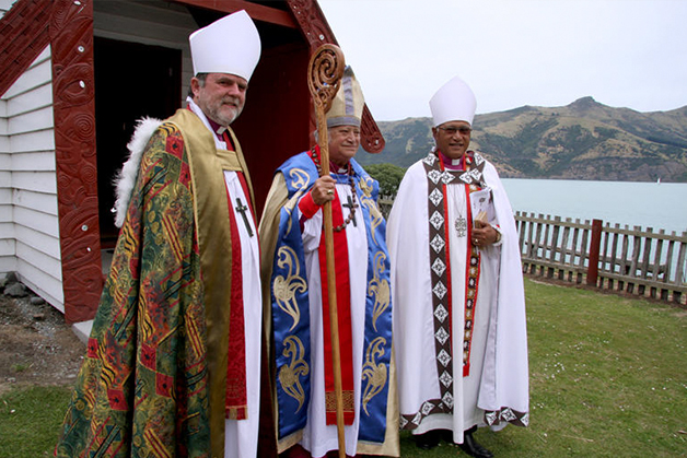 From left left to right Arch Bishop Phillip Richardson (Tikanga Pākehā), Pīhopa Richard Wallace and Arch Bishop Winston Halapua (Tikanga Pacifica).