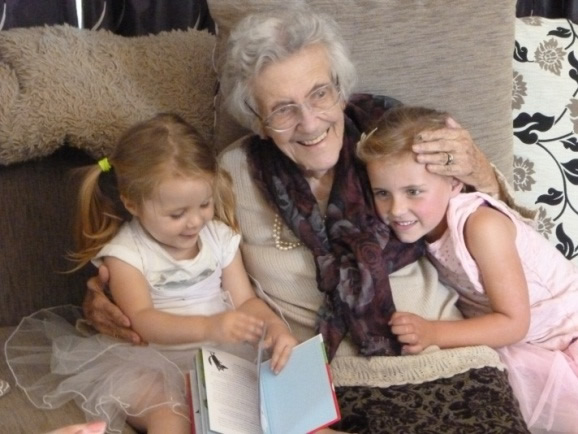 Sheila Jardine celebrating her 101st birthday with great-grandchildren Lexi, 2 and Chloe, 4.