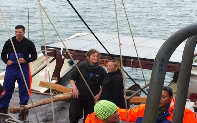 Steph Blair on board (in the middle in the background).