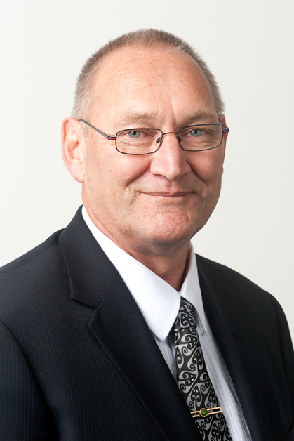 Tā Mark Solomon.