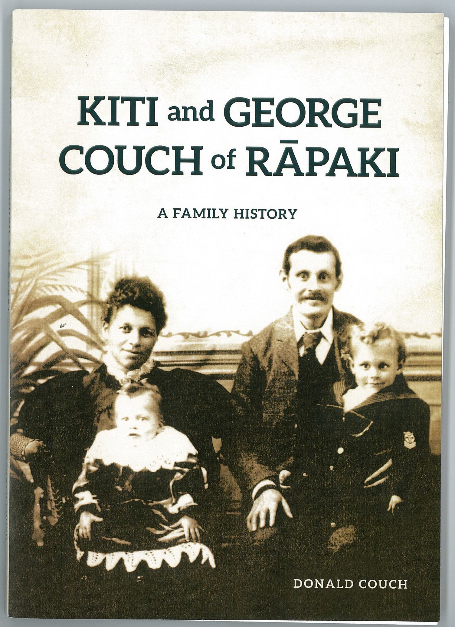 Tāua Kiti and William, George Couch and Valentine.