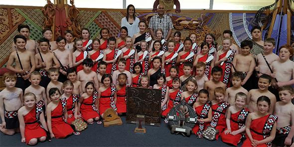 Te Kura o Motupohue teina and tuakana rōpū with kaiako and their trophies.