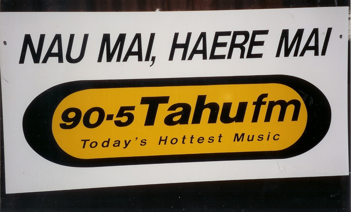 The first Tahu FM logo from 1999.