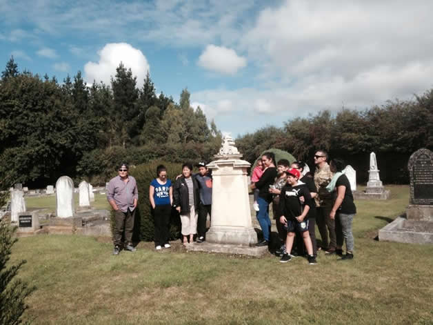 Visit to headstone of Horomona Pohio, Waimate.