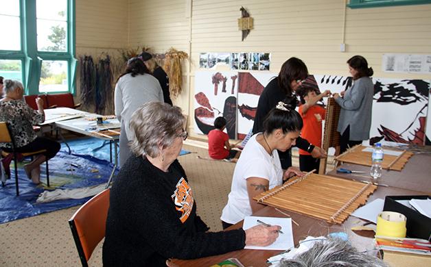 Weavers at the Wānaka Tukutuku held 3-5 March.