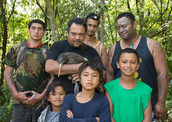 Whānau of the Omataroa Kiwi Project.