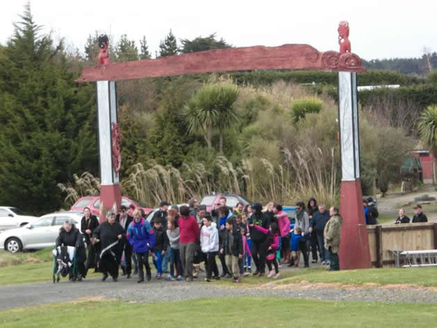 Whānau who attended the waharoa unveiling.