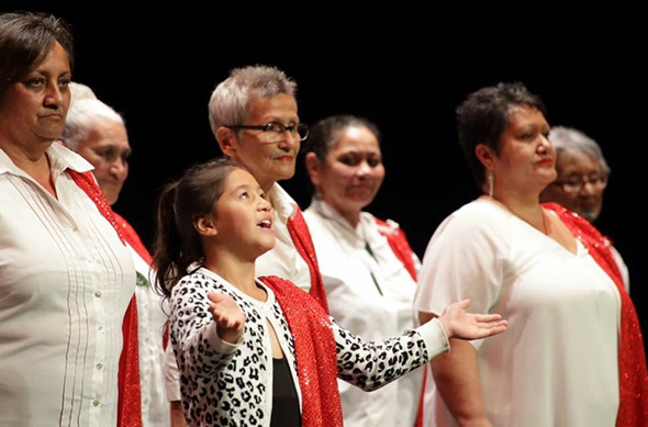 Yozannah Whitiora Topia-Peneha (centre) leads the waiata.