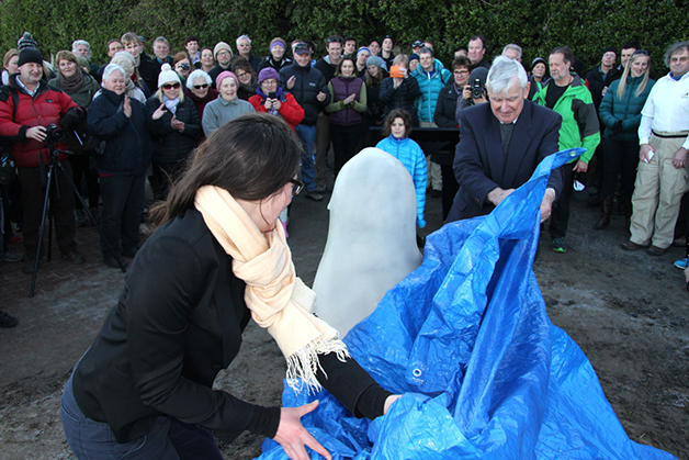George McIntosh from Taieri Mouth and Dunedin City Councillor Jinty MacTavish unveiling the statue of 'Mum' and her pup. Photo by, Councillor Neville Peat.